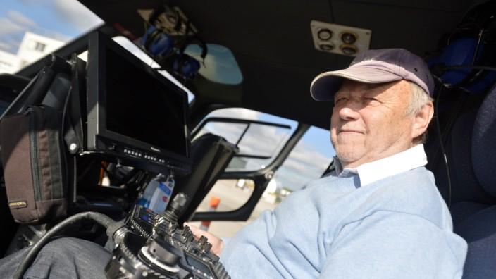 """Film """"Bavaria"""" von Joseph Vilsmaier: Der 73-jährige Joseph Vilsmaier hat im Hubschrauber monatelang Bilder über große Themen wie Religion, Geschichte, Industrie oder Brauchtum gesammelt."""