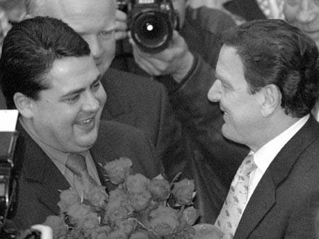 Sigmar Gabriel, Gerhard Schröder;dpa