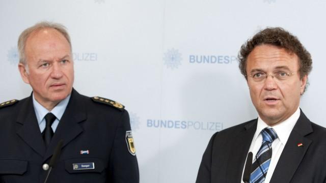 Bundesinnenminister Hans-Peter Friedrich und Bundespolizeipräsident Matthias Seeger
