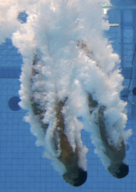 Mexico's Ivan Garcia Navarro and German Sanchez Sanchez perform a dive in the men's synchronised 10m platform final at the London 2012 Olympic Games at the Aquatics Centre