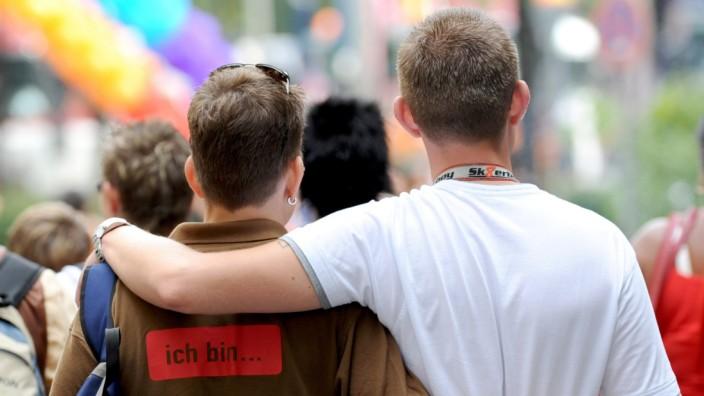 Homo-Ehe: Karlsruhe verlangt Gleichstellung bei Grunderwerb