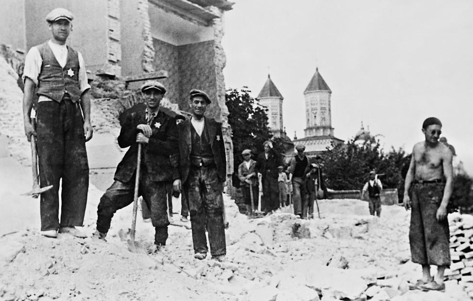 Rumänische Juden bei der Zwangsarbeit, 1941 Scherl / SZ Photo