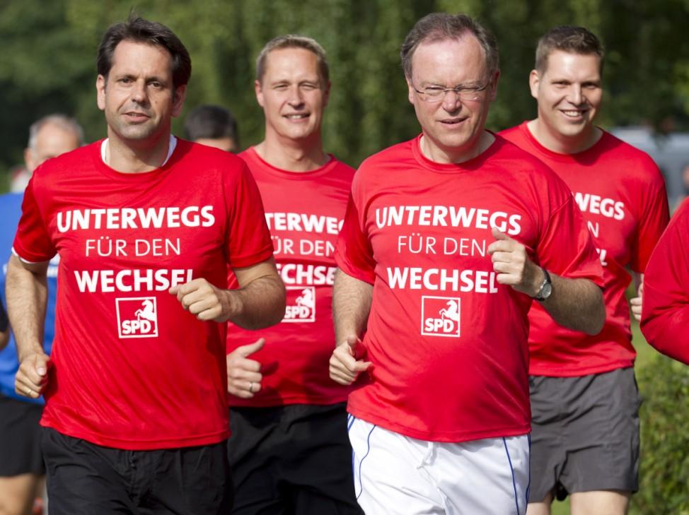 Niedersaechsischer SPD-Spitzenkandidat Weil joggt im Wahlkampf