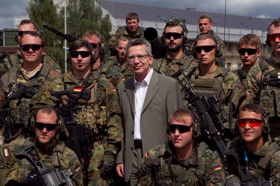 Verteidigungsminister besucht Truppe im saarlaendischen Lebach