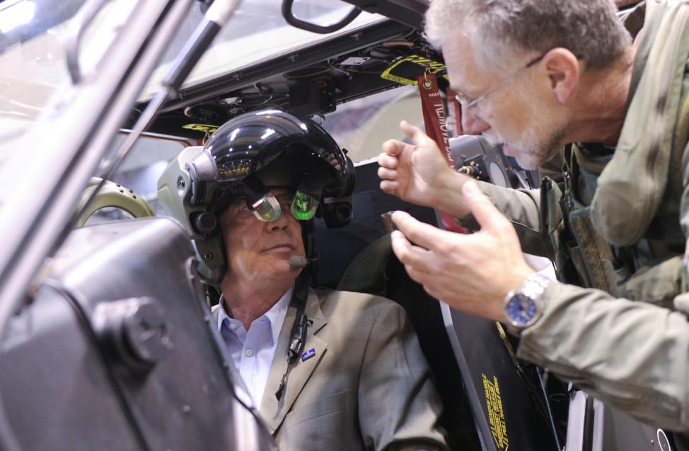 Bundesverteidigungsminister besucht Luftbewegliche Brigade