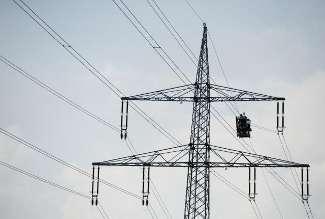 Neue Verzoegerungen beim Stromnetz-Ausbau sorgen bei Netzagentur fuer Alarm