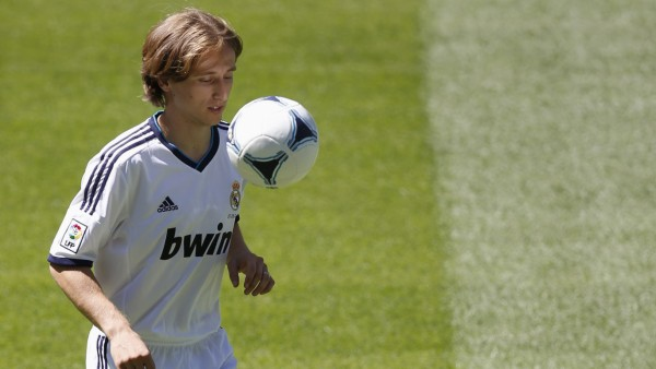 Real Madrid's new signing Modric of the Croatia juggles a ball during his presentation at the Santiago Bernabeu stadium in Madrid