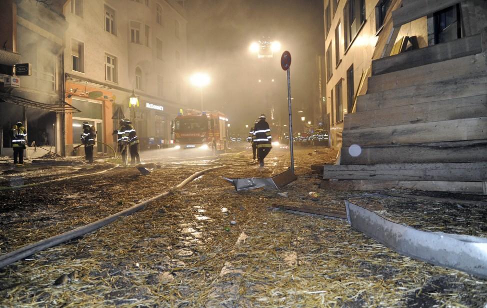 Fliegerbombe versetzt Muenchens Kneipenviertel in Ausnahmezustand