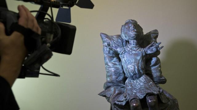 Umstrittenes Contergan-Denkmal enthuellt