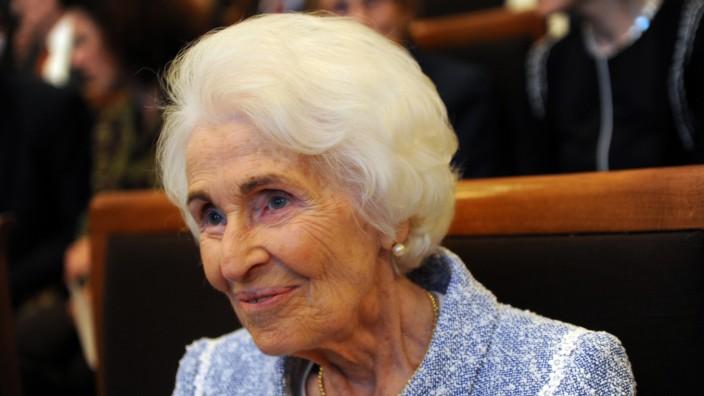 Dr.Hildegard Hamm-Brücher bei der Verleihung des Bürgerpreises in München, 2011