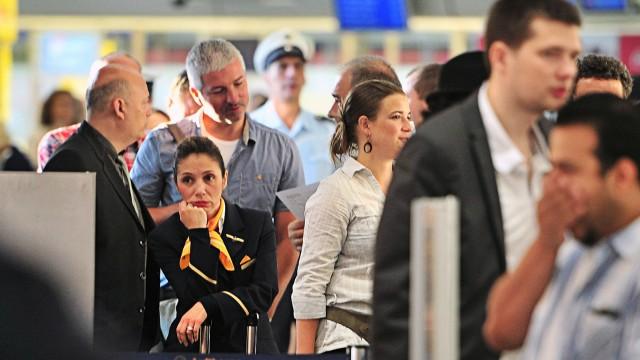 Streik der Lufthansa-Flugbegleiter - Berlin