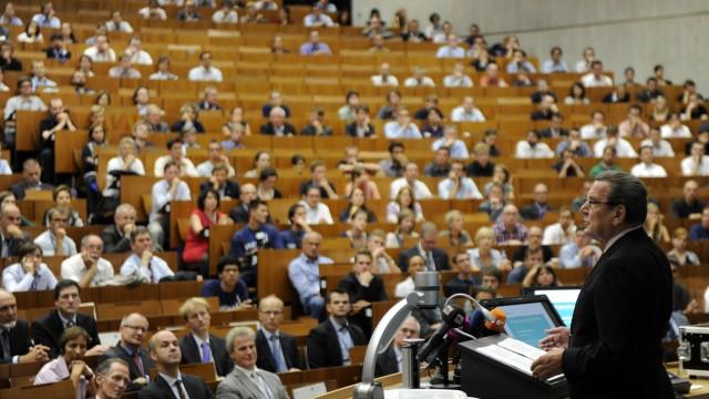 Altkanzler Schroeder verteidigt 'Agenda 2010' Lafontaine