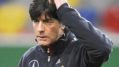 Fußball-Nationalelf: Joachim Löw soll bis 2012 deutscher Fußball-Nationaltrainer bleiben.