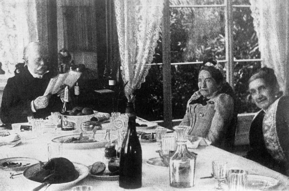 Otto von Bismarck an der Frühstückstafel in Friedrichsruh, 1891
