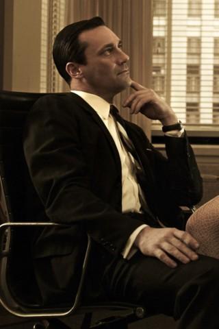 Jon Hamm als Don Draper und Jessica Pare als Megan Draper in einer Szene von Mad Men