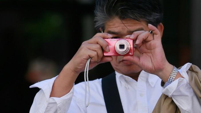 Asiatischer Besucher fotografiert
