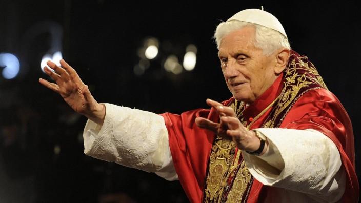 Papst Benedikt wird 85