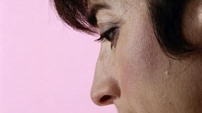 Nasenspray: Abschwellende Nasensprays sollte man nicht länger als drei bis fünf Tage anwenden, empfiehlt der HNO-Spezialist Michael Damm.