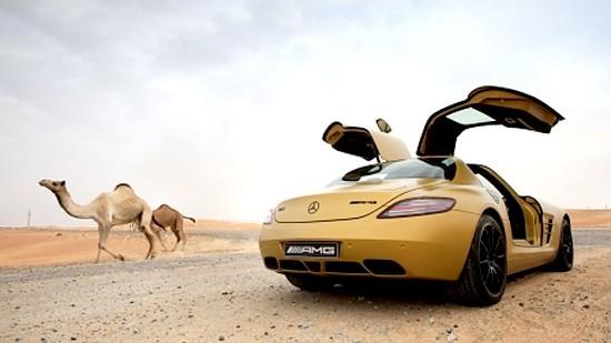 Dubai Motor Show: AMG: Eigens für die Scheichs: ein SLS AMG mit seidenmattem Goldton