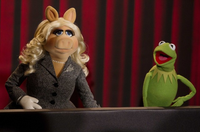Muppets Miss Piggy and Kermit the Frog pose during photocall promoting movie The Muppets in Berlin