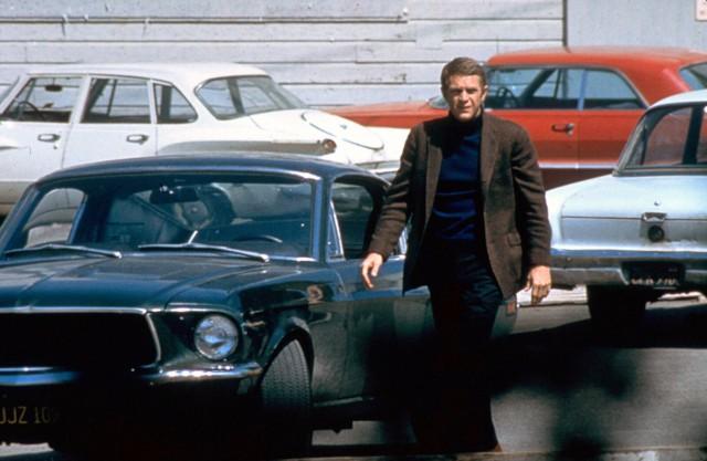 Steve McQueen alias Lt. Frank Bullitt und der 1968er Ford Mustang Fastback.
