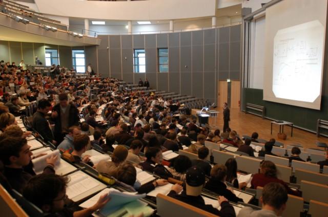 Vorlesung im Großen Hörsaal der TU München, 2003