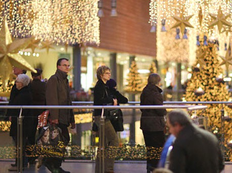 Einkauf am Adventssonntag, dpa