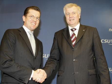 Seehofer Guttenberg, Reuters