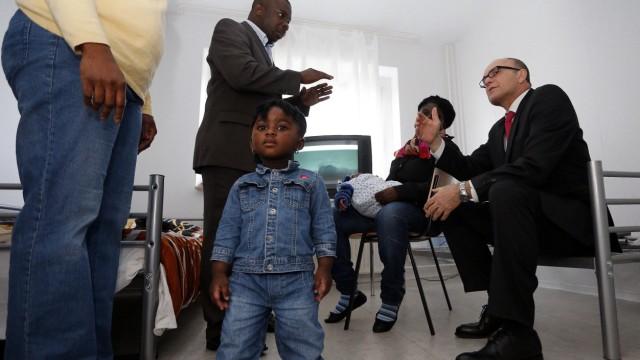 Ministerpraesident Sellering besucht Asylbewerberheim