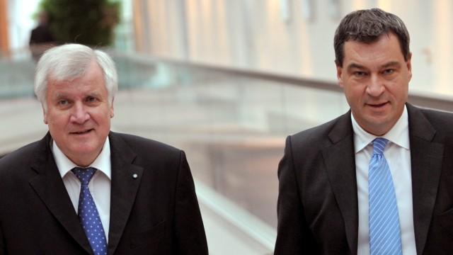 Bayerns Ministerpräsident Horst Seehofer (l) und sein Finanzminister Markus Söder (beide CSU)