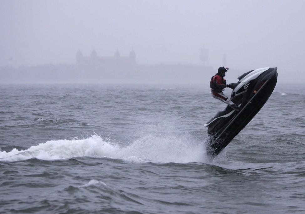 Hurrikan Sandy: Jetski gegen die Angst