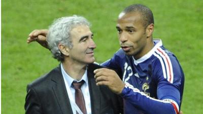 Sport kompakt: Das Handspiel von Thierry Henry (rechts) wird ohne Folgen bleiben.