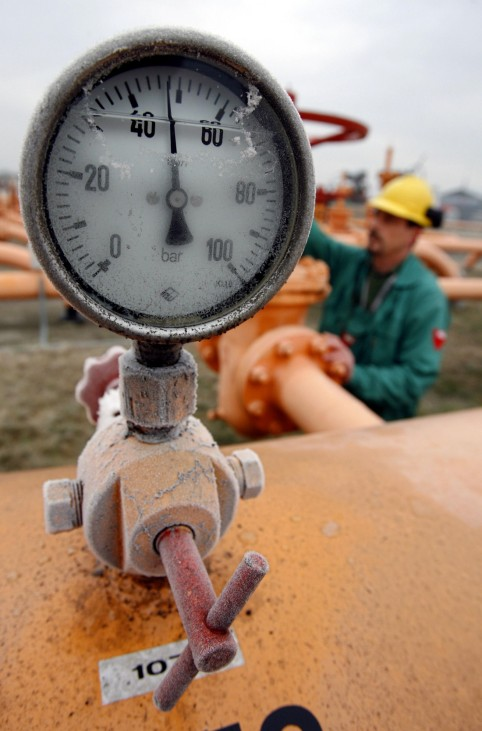 Meter shows gas pressure in pipelines at oil and gas group MOL's gas transmission subsidiary in Vecses