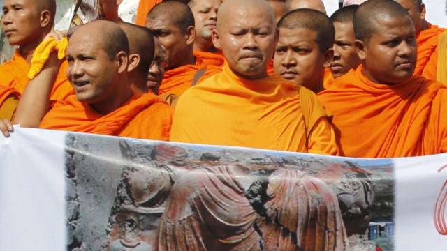 Buddhisten demonstrieren gegen die Zerstörung von Mes Aynak.