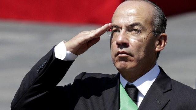 Mexico's President Felipe Calderon salutes during a homage to the remains of national heroes at Chapultepec Castle in Mexico City