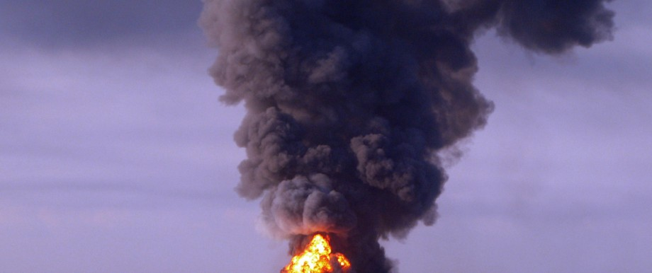 Nach Ölkatastrophe im Golf von Mexiko: Am 21. April 2010 brannte die Bohrinsel.