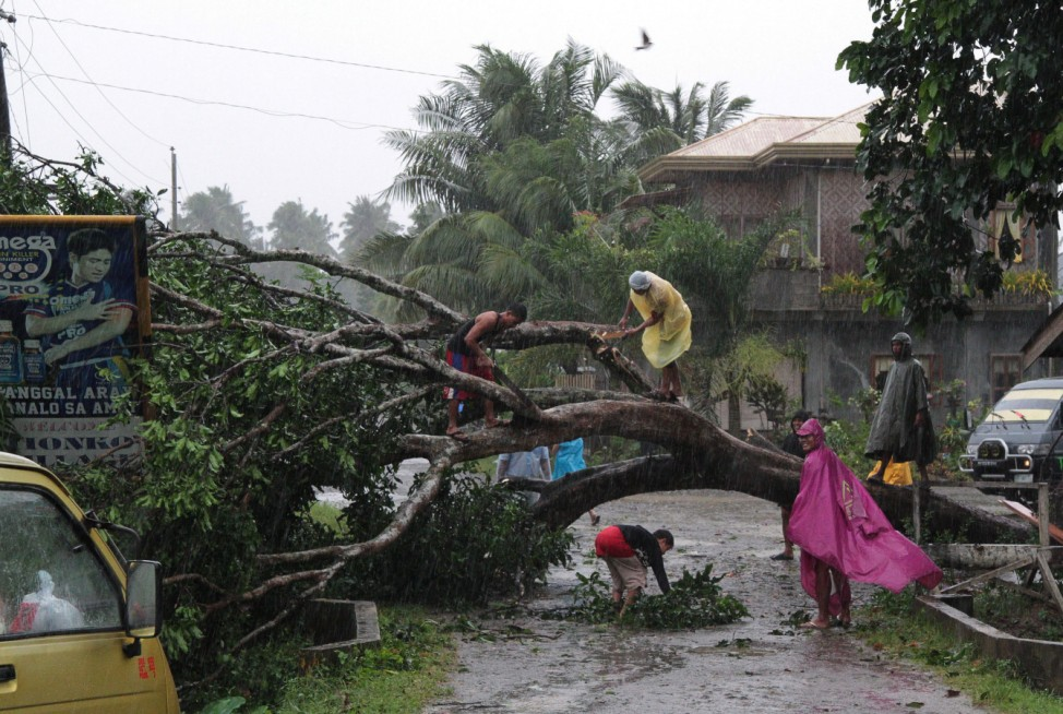 Typhoon Bopha hits southern Philippines