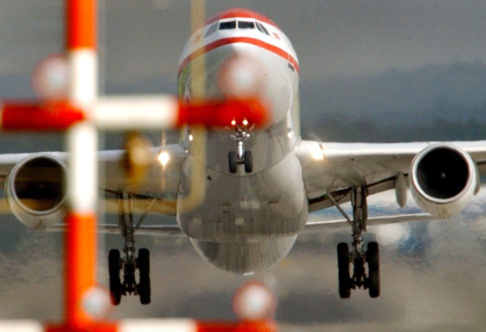 Startendes Flugzeug in Düsseldorf