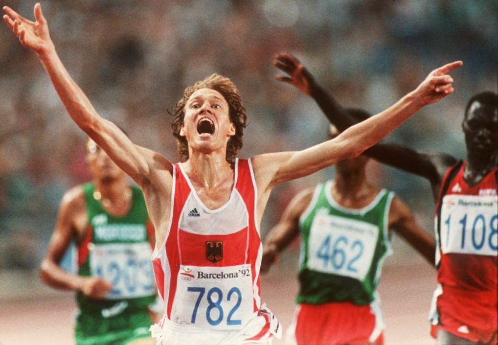 Dieter Baumann gewinnt bei den Olmpischen Spielen in Barcelona Gold über 5.000 Meter, 1992