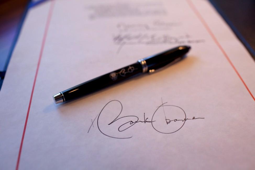 Obama lässt Gesetz von Unterschriftenautomat signieren