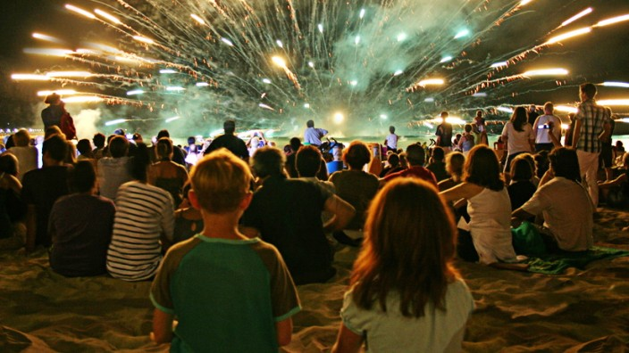 Tipps für Silvester-Feiern mit Kindern Spiele Rituale Feuerwerk Mitternacht