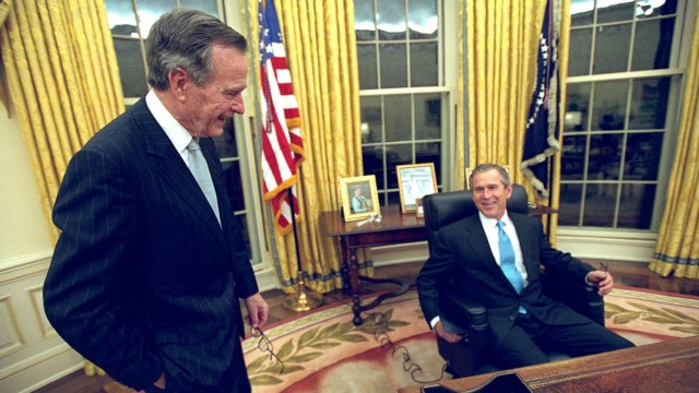 FILE PHOTO OF PRESIDENT GEORGE W BUSH IN WHITE HOUSE WITH FATHER