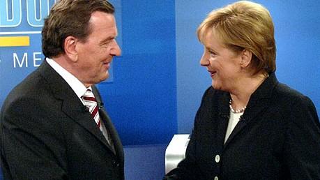 ARD-Chef Boudgoust: Brandbrief: Das TV-Duell 2005 zwischen Angela Merkel und Gerhard Schröder wurde live von den Sendern Das Erste, RTL, Sat.1 und ZDF übertragen.