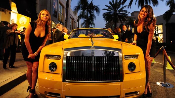 """Jacob Hacker über soziale Ungleichheit: Wo Millionäre glücklich sind: Ein """"Limited Edition Rolls-Royce Phantom"""" auf dem Rodeo Drive in Beverly Hills."""