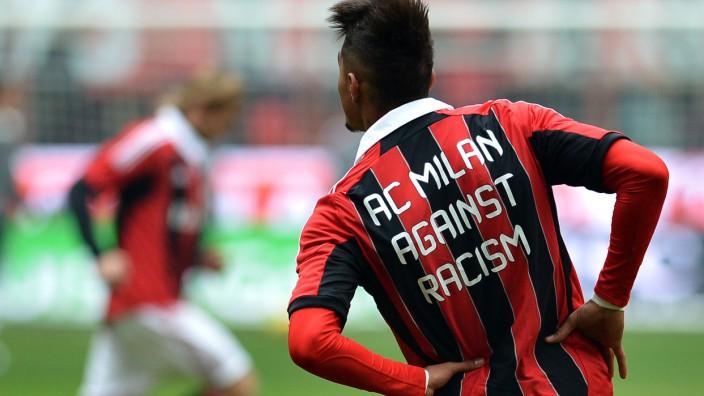 """Rassismus in Italiens Fußball: """"AC Mailand gegen Rassismus"""": Vor dem Ligaspiel gegen Siena setzten Kevin-Prince Boateng und seine Kollegen ein neues Zeichen."""