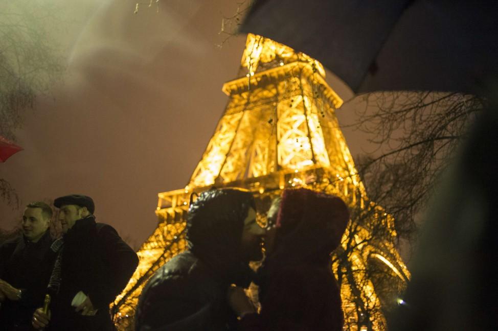 FRANCE-NEW YEAR 2013-CELEBRATING