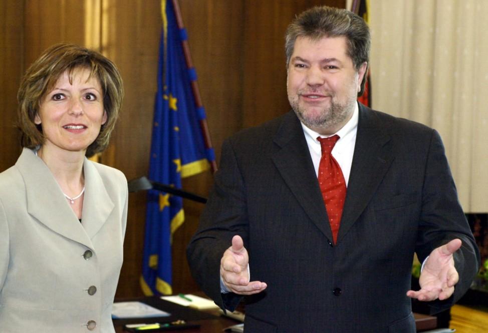 Kurt Beck mit der neuen Arbeitsministerin Marie-Louise Dreyer, 2002