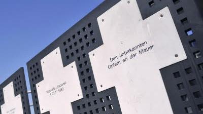 Mauergedenktag: Opfer sind auch im Dienst getötete Grenzsoldaten, findet Mauer-Forscherin Maria Nooke.
