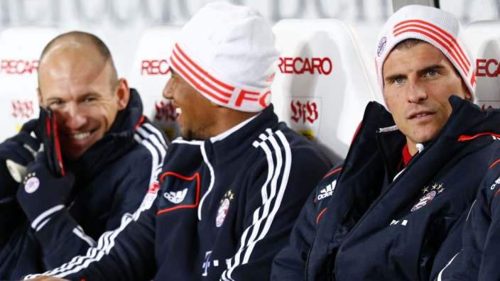 Anatoliy Tymoshchuk, Arjen Robben, Jerome Boateng and Mario Gomez, substitute players of Bayern Munich, sit on the bench during their German first division Bundesliga soccer match against VfB Stuttgart in Stuttgart