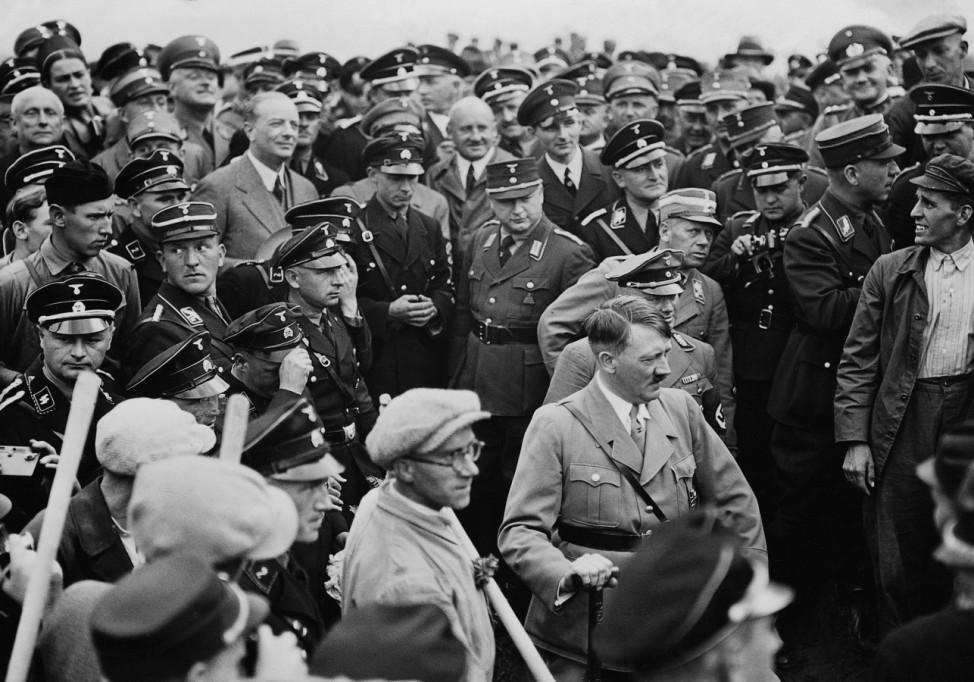 Adolf Hitler beim ersten Spatenstich für die Reichsautobahn Main-Neckar, 1933 SZ Photo